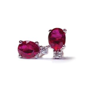 Orecchini con rubini ovali e diamanti