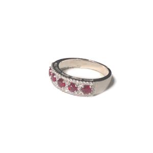 Anello con cinque rubini e diamanti