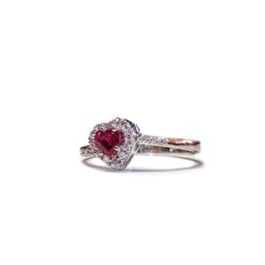 Anello solitario a cuore con rubino e diamanti