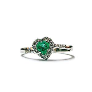 Anello solitario a cuore con smeraldo e diamanti