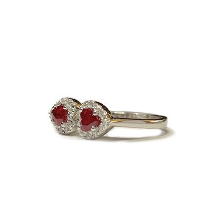 Anello con due cuori di rubino e diamanti