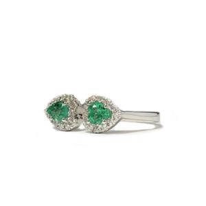 Anello con due cuori di smeraldo e diamanti