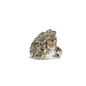 Anello a fiori con diamanti di Todo Gioielli