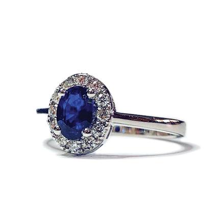 Anello solitario ovale con zaffiro e diamanti