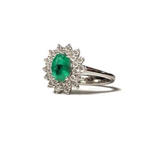 Anello a stella con smeraldo e diamanti