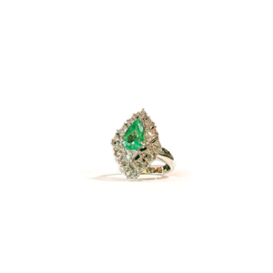 Anello a rombo con smeraldo e diamanti