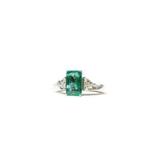 Anello solitario rettangolare con smeraldo e diamanti