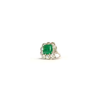 Anello solitario quadrato con smeraldo e diamanti