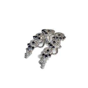 Orecchini pendenti con diamanti e diamanti neri